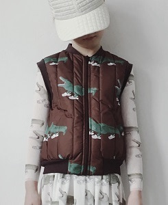 캐롤라인보스만 PRINTED BODY WARMER_CROC BROWN